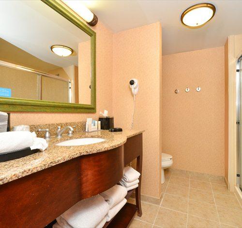 Hampton Hopkinsville Bathroom
