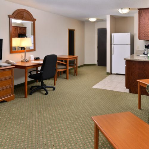 Holidayinn Madison Suite Room